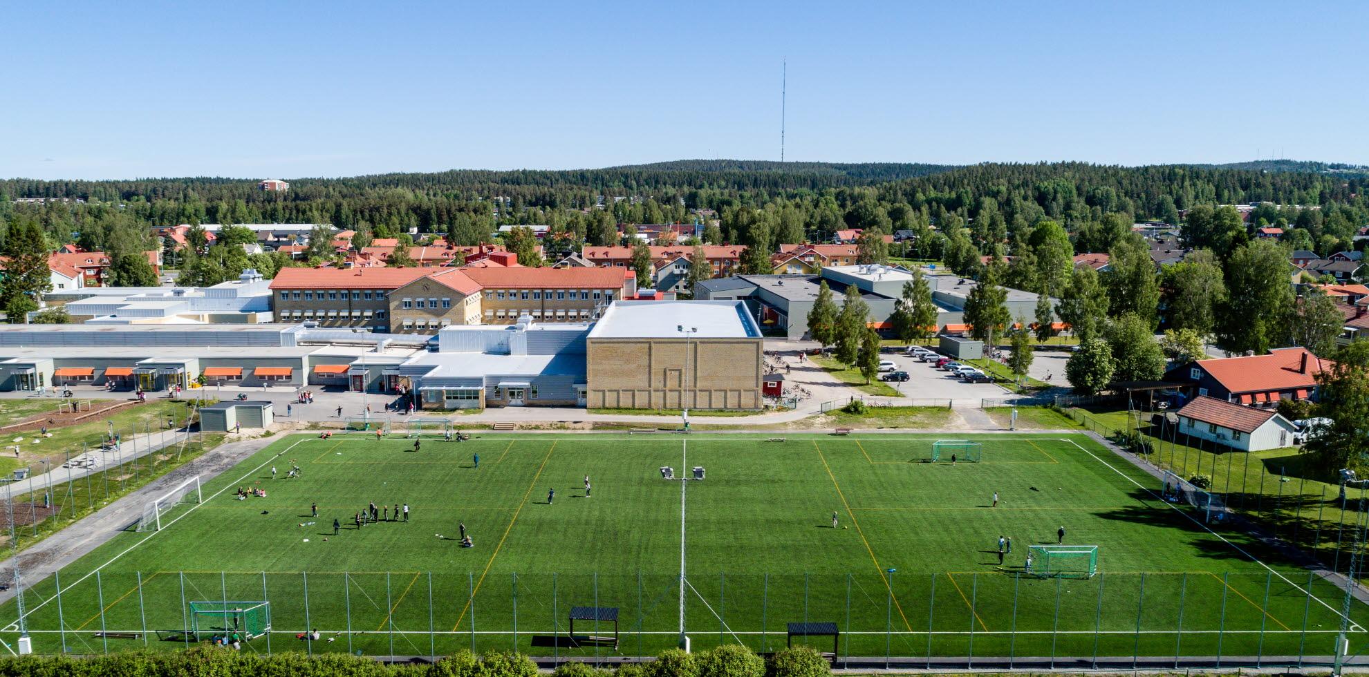 Flygbild över Lejonströmsskolan